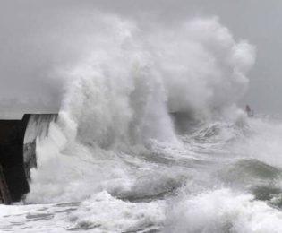 تداوم طوفان «شاهین» درآبهای ایران تا فردا/ وزش باد تا ۱۰۰ کیلومتر بر ساعت