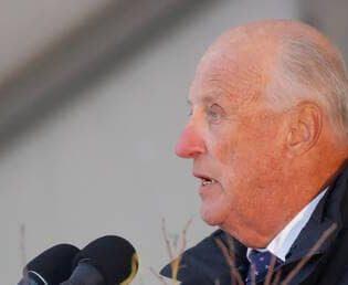 حضور پادشاه نروژ در سالن مسابقات کشتی قهرمانی جهان